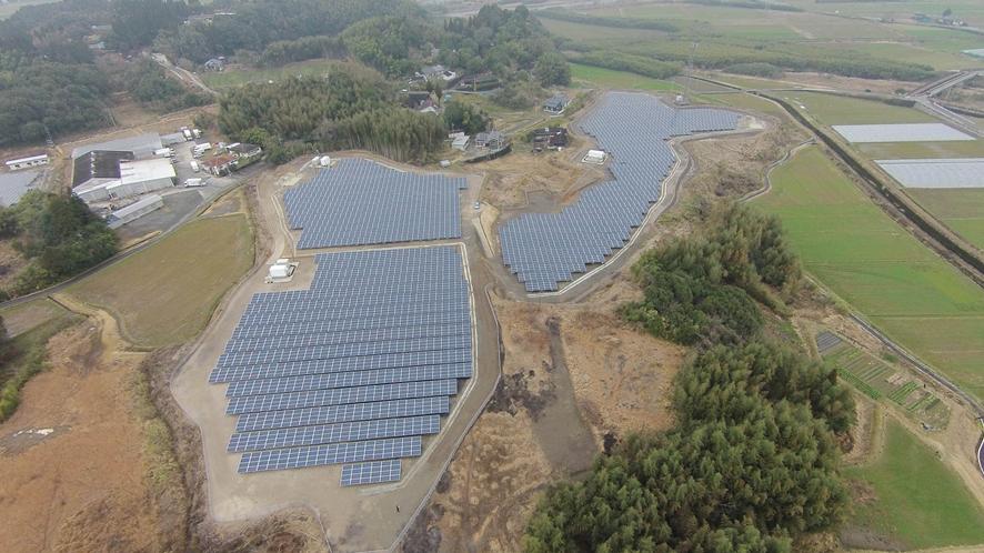 錦太陽光発電所の様子